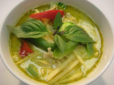 Green Curry- A delicious dish! Photo courtesy of Team Faty's Blog. http://teamfaty.blogspot.ca/2012/06/thai-green-chicken-curry.html